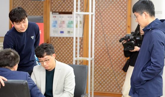 영상 ㅣ 한마음으로 복기에 참여한 한국대표팀