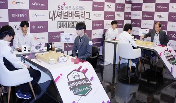 첫 번째 4강 진출팀은 김포 원봉루헨스