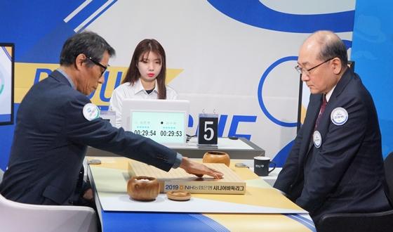 '침착의 끝판왕' 김수장, 9연승 질주... 팀은 패배