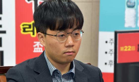 신민준, 반집으로 구쯔하오 제압
