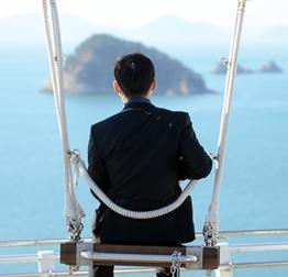 최상의 장소, 바다를 향해 앉은 박정환