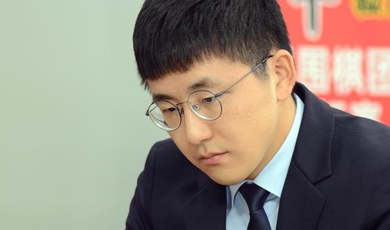 김지석, 신진서 대마 사냥! 완벽한 승리