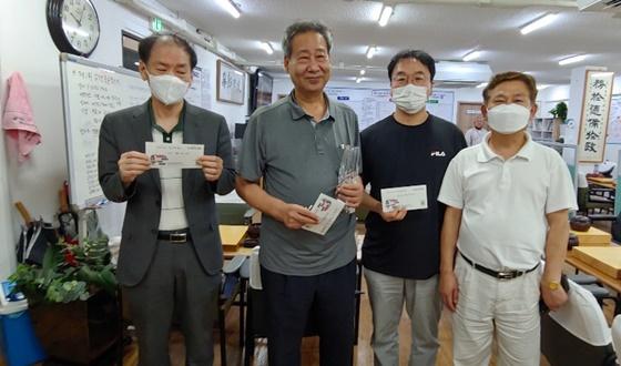 '칠순의 총잡이' 김희중, 압구정불금 우승!