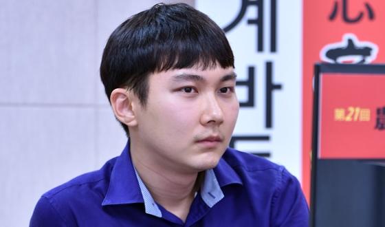 '1대5 싸움' 박정환, 일단 한명 제쳤다